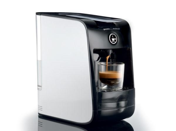 Hausbrandt Guzzini aparat crni na kapsule sa casom espresso